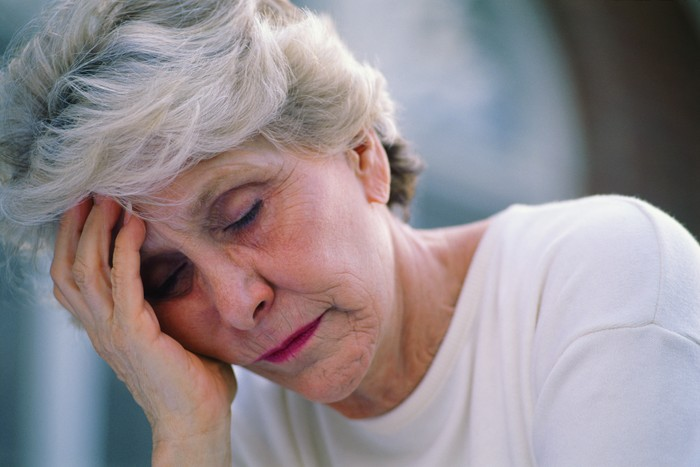Kelelahan, pola tidur memburuk dan masalah mood serta memori menjadi gejala yang umum terjadi pada pengidap Fibromyalgia. Para ahli memercayai penyakit ini disebabkan oleh perubahan cara otak memproses sinyal rasa sakit. Biasanya menyerang wanita rentang usia 40-50 tahun. Foto: thinkstock