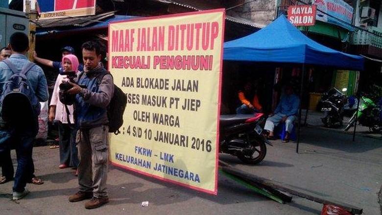 Warga Blokir Jalan, Lalin dari Bekasi ke Pulogadung Macet