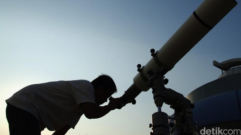 Ahli Astronomi: Tak Ada Referensi Hilal 1 Syawal 1440 H Teramati Hari Ini