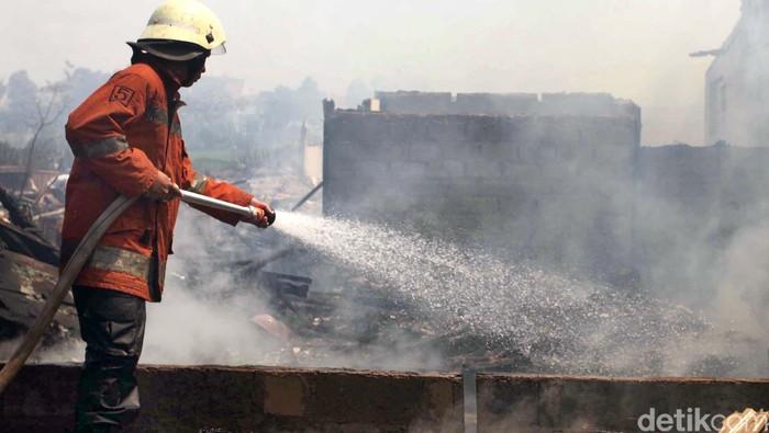 Tim pemadam kebakaran dan sianga bencana. Agung Pambudhy/ilustrasi/Detikcom.