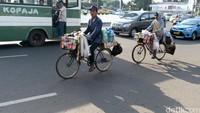 Ada Aturan Baru Bersepeda, Pedagang Starling Wajib Pakai Helm?