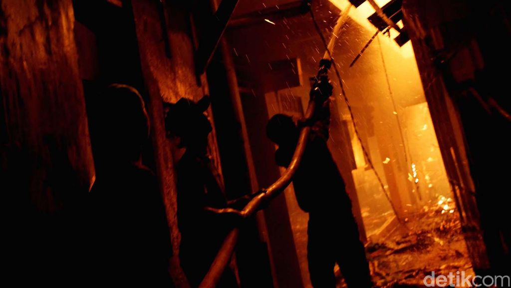 Kebakaran di Permukiman Warga di Menteng Diduga Karena Korsleting Listrik
