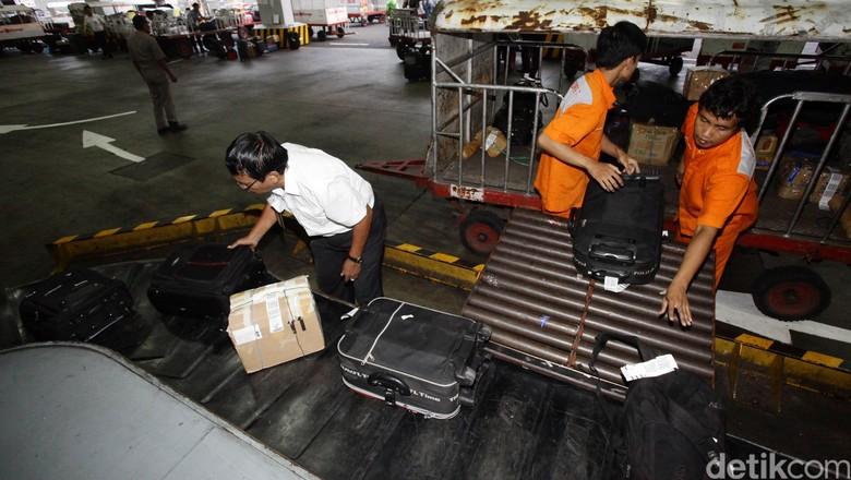 Ilustrasi bagasi pesawat (Hasan Al Habshy)