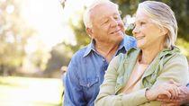 Harunya Pasangan Katakan Cinta Tapi Terhalang Jendela karena Isolasi Corona