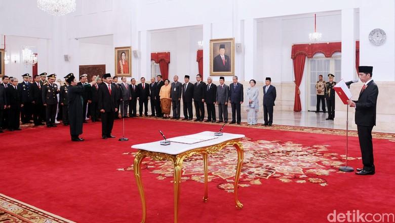 Presiden Jokowi Lantik 13 Dubes, Salah Satunya Alexander Litaay