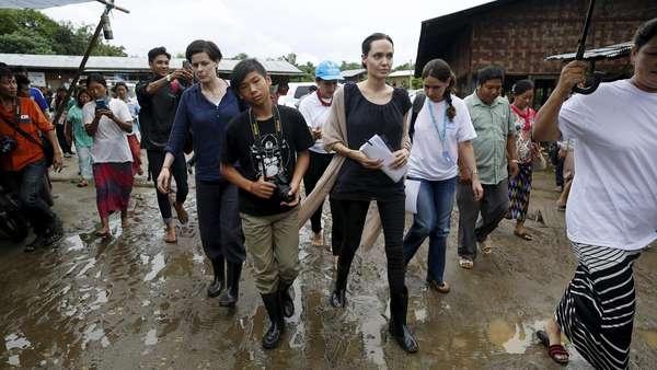 10 Momen Aksi Sosial Angelina Jolie di 2015