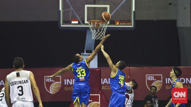 Atlet dan wasit di industri olahraga Indonesia sulit banting stir. (CNN Indonesia/Adhi Wicaksono)