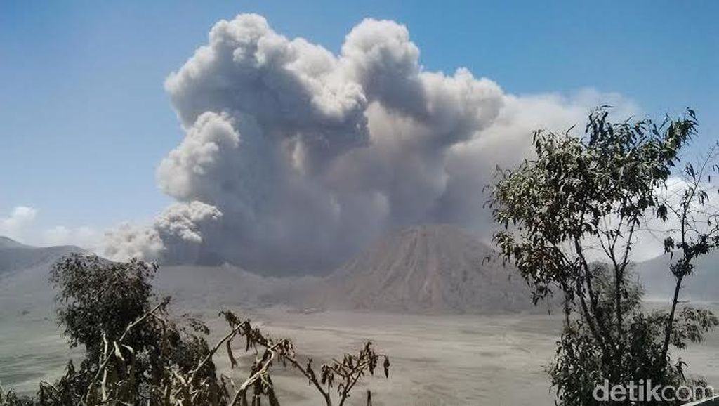 Gunung Bromo, Raung dan Semeru Berstatus Waspada