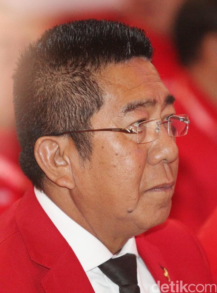 Anggota DPR Fraksi PDIP, pengacara K.R.H. HENRY Yosodiningrat dikenal sebagai pengacara dan pendiri lembaga antinarkoba  Granat (Gerakan Nasional Antipenyalahgunaan Narkotika dan Obat-Obatan Berbahaya). Ia lahir di Krui, Lampung Barat, 1 April 1955.