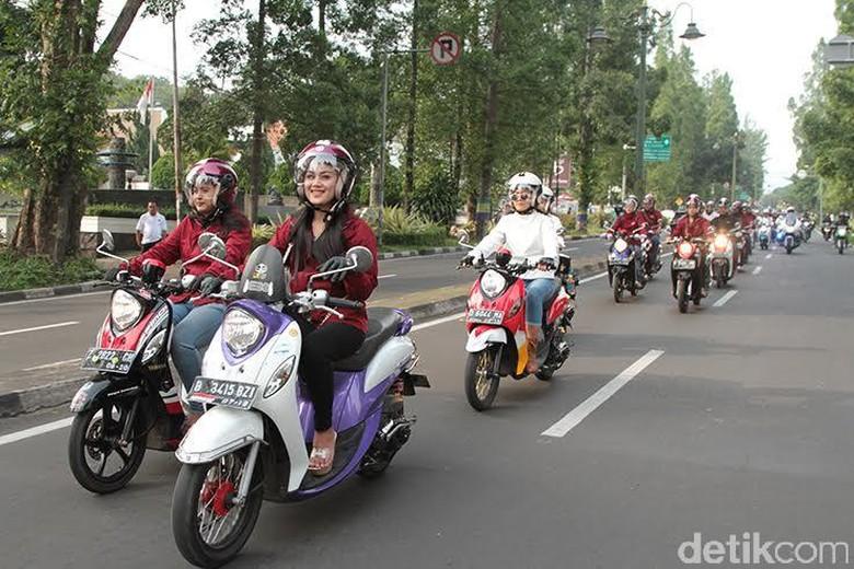 Ilustrasi pemotor wanita (Foto: Yamaha Indonesia)