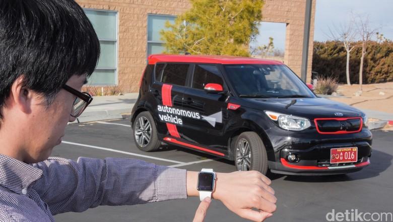 Mobil nanti bisa dipanggil dengan jam tangan pintar. Foto: Kia Motors