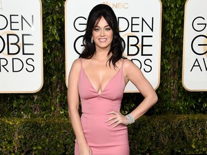 <i>Hot in Pink</i>! Katy Perry Manis Sekaligus Seksi di Golden Globe 2016