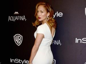 Tak Kalah dari Rihanna, Begini Gaya J.Lo dengan Kaus Kaki Rp 18 Juta