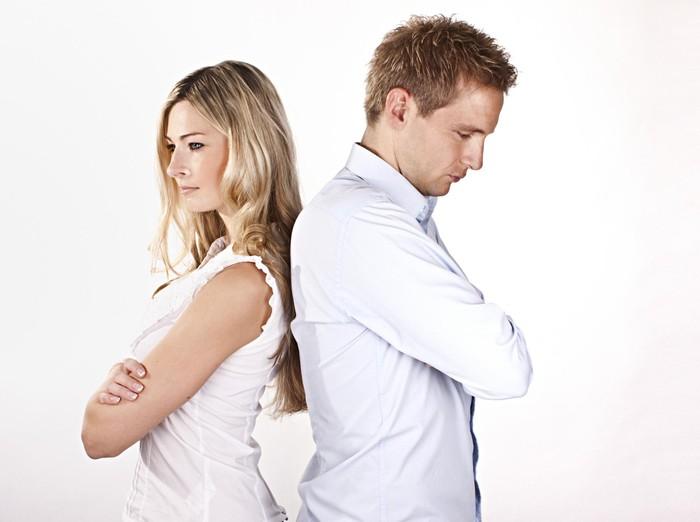 Ilustrasi suami istri yang sedang depresi karena sama-sama dipecat/Foto: thinkstock