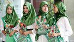 Kader Cantik PPP Bagikan Bunga di Kemenkum HAM