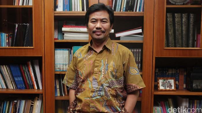 Guru Besar Ilmu Politik Universitas Airlangga Kacung Marijan. Ia sempat menjabat sebagai Direktur Jenderal Kebudayaan Kemendikbud sebelum digantikan oleh Hilmar Farid.