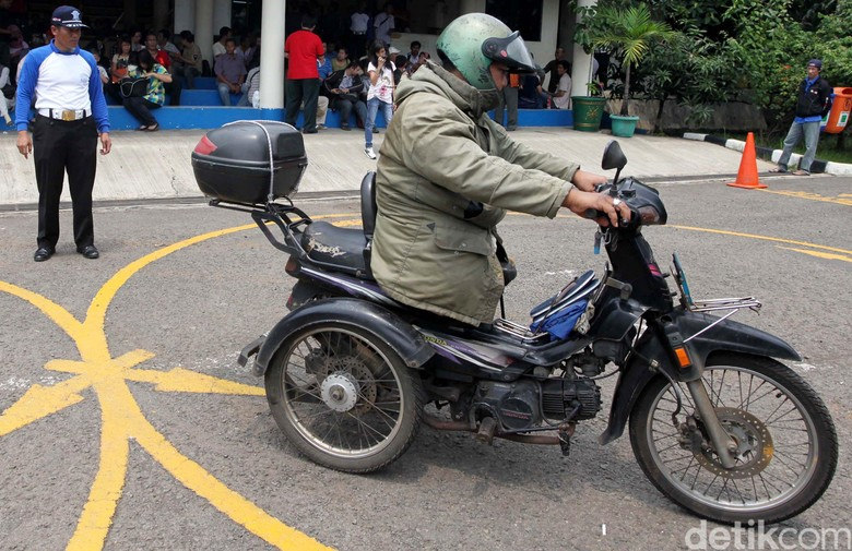 Ujian SIM Khusus untuk Disabilitas. Foto: Agung Pambudhy