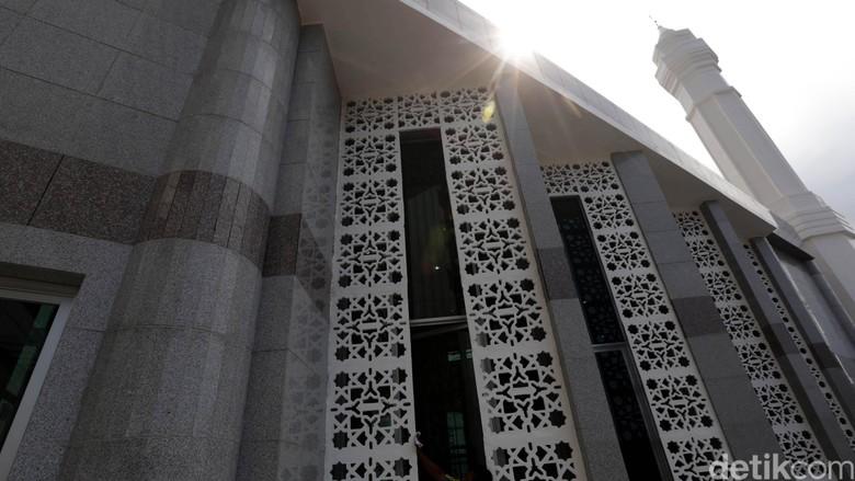 Melihat Lebih Dekat Masjid Fatahillah di Balai Kota yang Dibangun Ahok