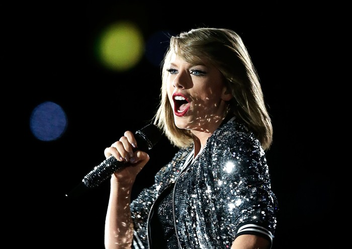SYDNEY, AUSTRALIA - NOVEMBER 28:  Taylor Swift performs during her 1989 World Tour at ANZ Stadium on November 28, 2015 in Sydney, Australia.  (Photo by Mark Metcalfe/Getty Images)