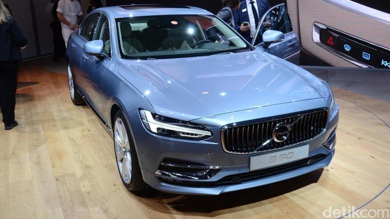 Volvo S90 (Foto: Volvo via Newspress)