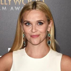 Peduli Guru saat Pandemi Covid-19, Reese Witherspoon Beri Baju Gratis