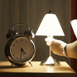Lampu Kamar Jangan Bikin Silau Kalau Tak Ingin Kualitas Tidur Dikorbankan