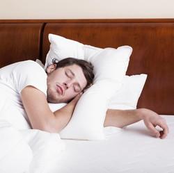 Telentang, Miring atau Tengkurap, Mana Posisi Paling Ideal untuk Tidur?