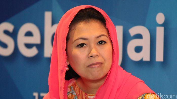 Yenny Wahid yang bernama lengkap Zannuba Ariffah Chafsoh Rahman Wahid (lahir di Jombang, Jawa Timur, 29 Oktober 1974. Yenny Wahid adalah anak kedua dari pasangan Abdurrahman Wahid dan Sinta Nuriyah. Ia mempunyai seorang kakak, Alisa Wahid dan dua orang adik, Anita Wahid dan Inayah Wahid.
