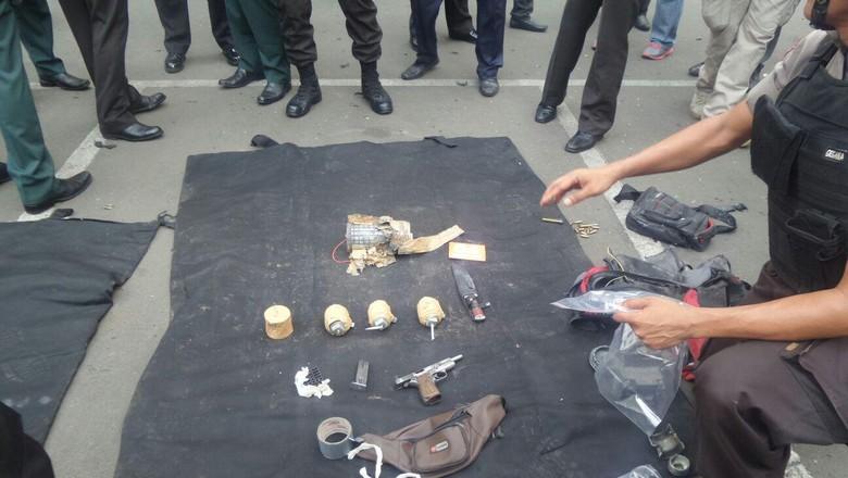 Komjen BG Sebut Penyerang Terkait ISIS, Bawa Bom Sampai Senjata FN