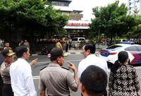 Presiden Jokowi langsung meninjau ke lokasi kejadian bom.