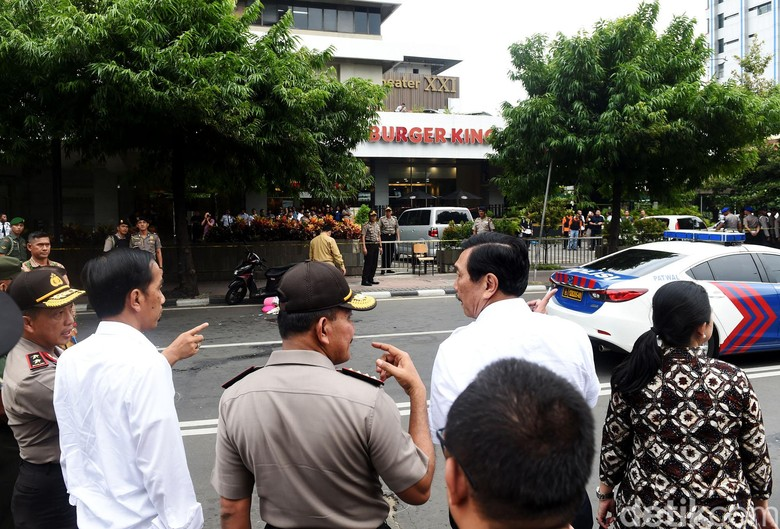 Jokowi ke Lokasi Bom Tanpa Rompi Antipeluru Membuat Warga Tak Takut Teror