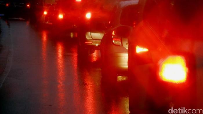 Jalan basah dan licin akibat hujan. dikhy sasra/ilustrasi/detikfoto