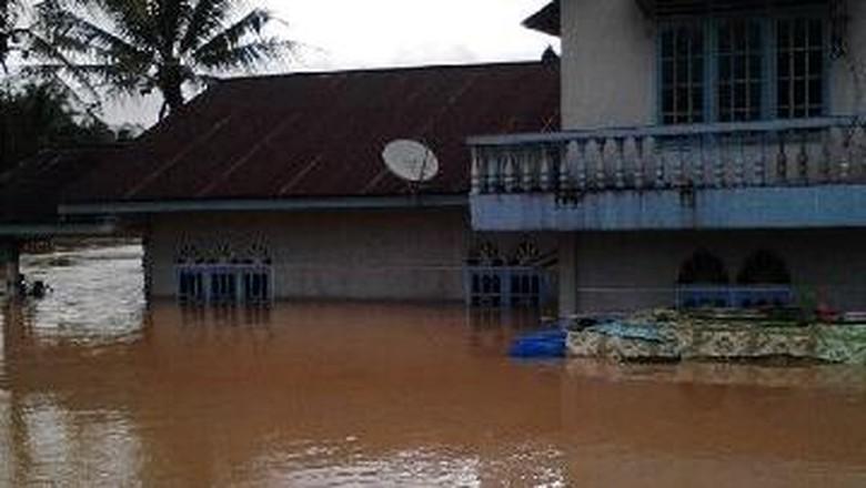 Banjir di Inhu Riau Kian Meluas, 10 Kecamatan Tergenang