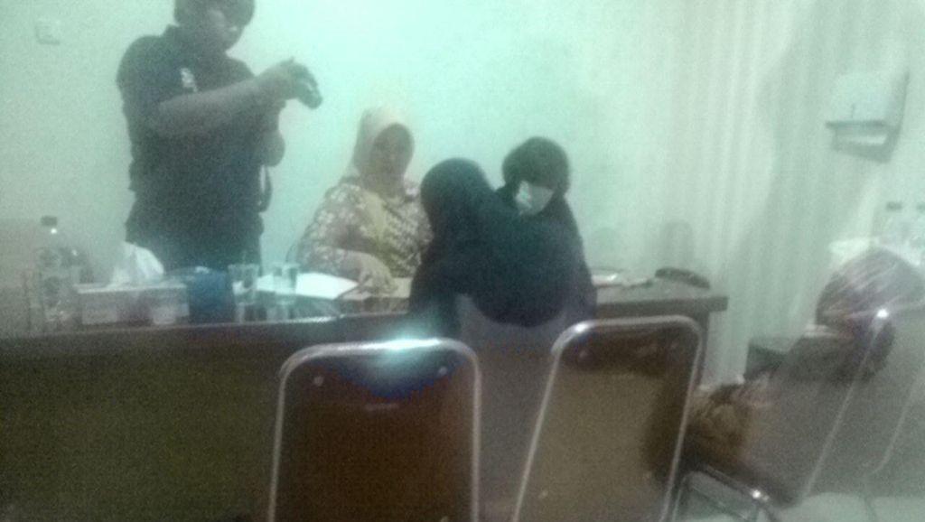 Istri Afif Pelaku Bom Thamrin Sambangi RS Polri untuk Tes DNA