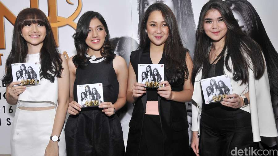 Girl Band Blink Rilis Album Baru