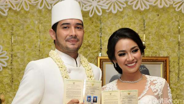 Kebahagiaan Donny Michael dan Aryani Fitriana Sah Jadi Suami-Istri
