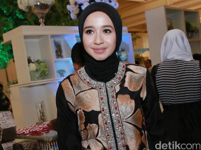 Laudya C Bella saat menghadiri pernikahan Fedi Nuril