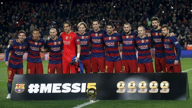 Barcelona merayakan gelar Ballon d'Or yang diraih Messi pada 2015.