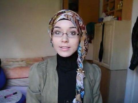 Tutorial Hijab Semi Turban dengan Karet Rambut ala Hijabers Rusia