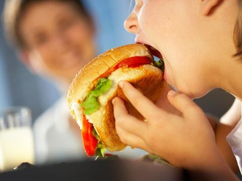 6 Cara Makan Bisa Ungkap Kepribadian, Kamu Termasuk yang Mana?