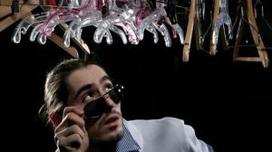 Hati-hati Kamera Pengintai Bentuk Gantungan Baju di OL Shop!