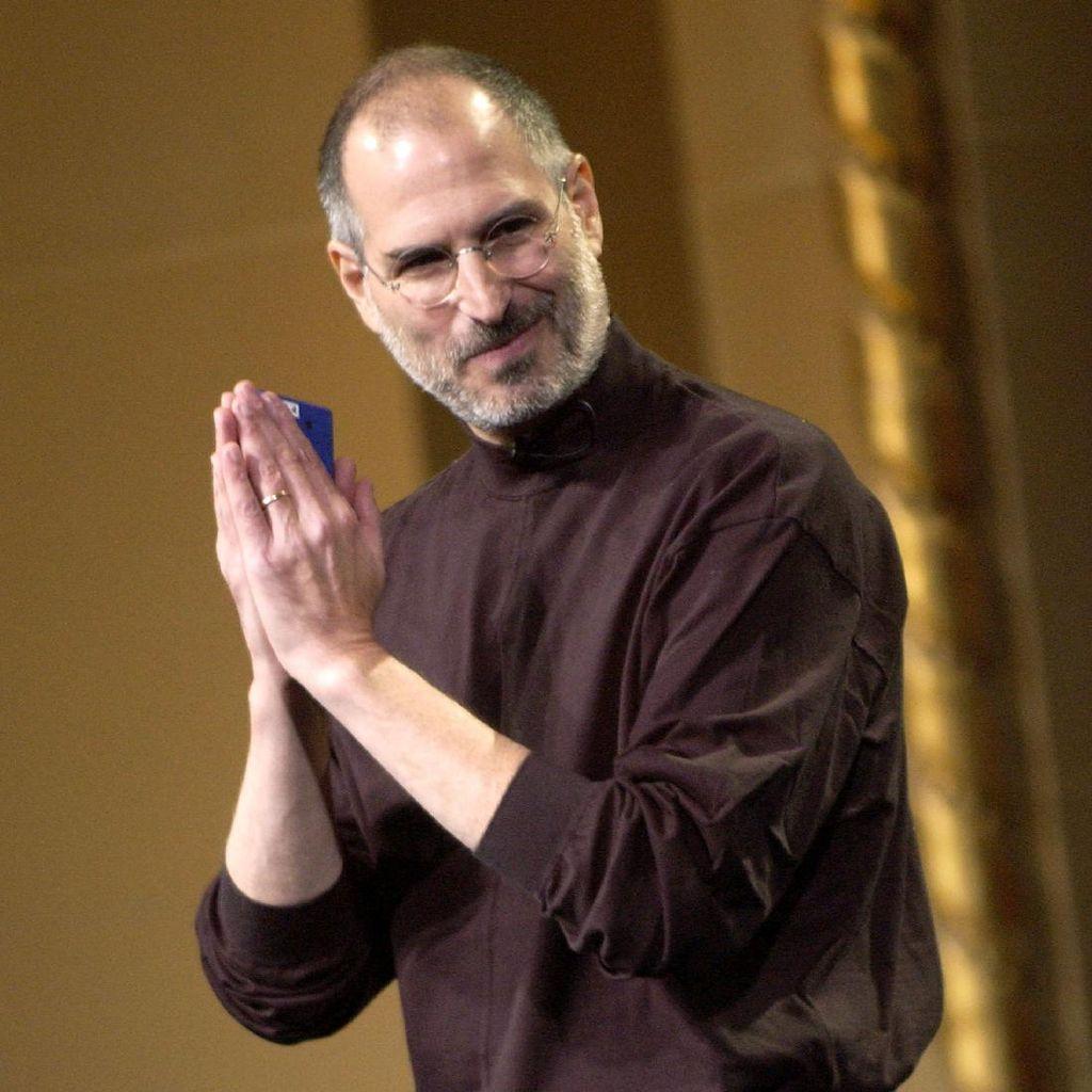 Wah! Kartu Nama Steve Jobs Laku Rp 91 Juta