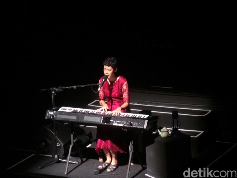 Frau Gandeng Restu Ratnaningtyas dalam Tembus Pandang
