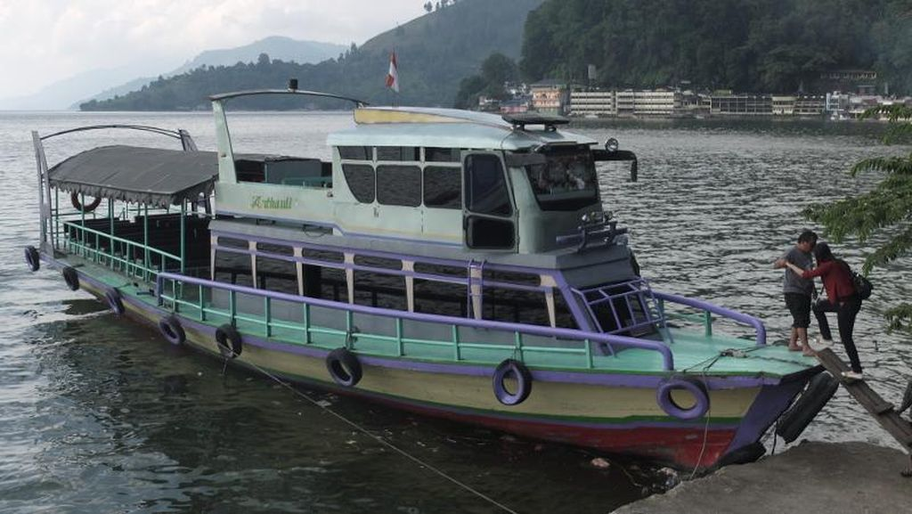 Tim SAR Cari 1 Korban Kecelakaan Kapal Kayu di Danau Toba