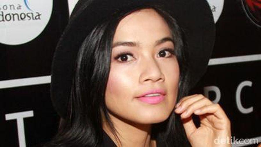 Titi Kamal saat tampil di film Mendadak Dangdut.