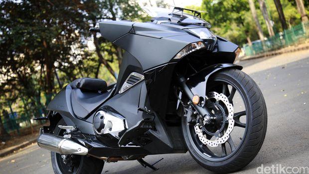 Otolovers, Dini suka motor Batman ini lho...