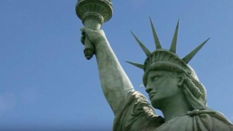 replika patung liberty prancis