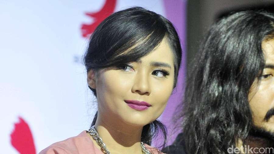 Gita Gutawa Pretty in Pink