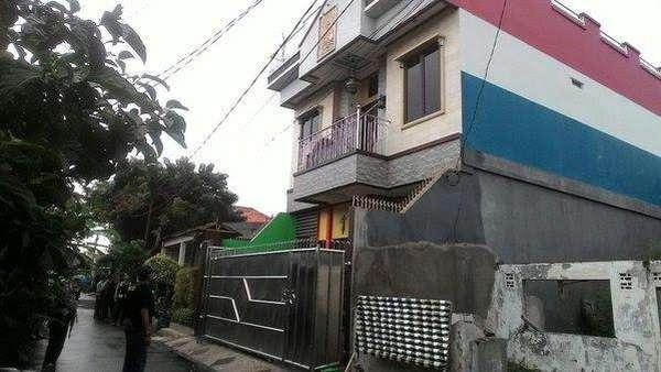 Polisi Temukan Bong dan Pedang Samurai Dalam Penggerebekan di Kampung Ambon