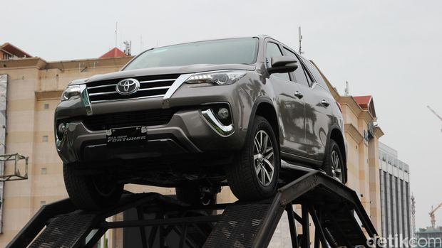 Toyota All New Fortuner.